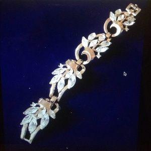 Sparkling vintage Signed Trifari bracelet